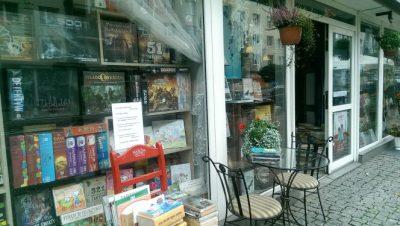 Nasza śliczna księgarnia jesienią.